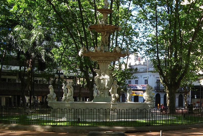 7 plazas que debes conocer en Montevideo